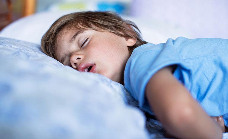 sâu răng ở trẻ em gây mất ngủ