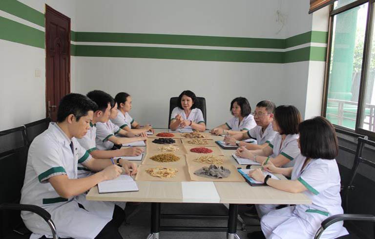 Trung tâm Thuốc dân tộc là nơi quy tụ đội ngũ bác sĩ YHCT hàng đầu Việt Nam