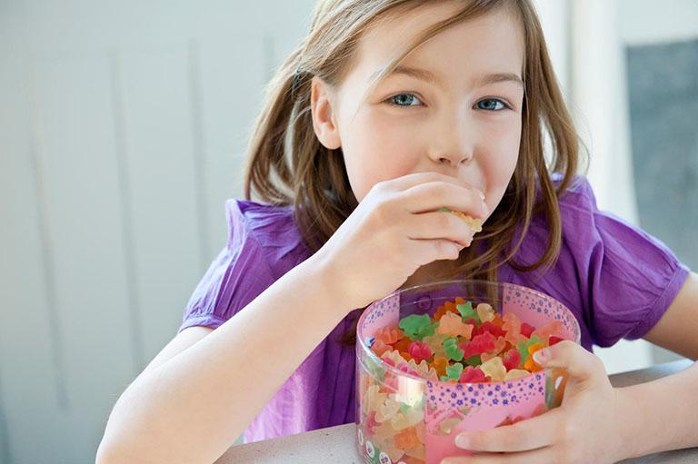 vì sao trẻ bị viêm nướu răng