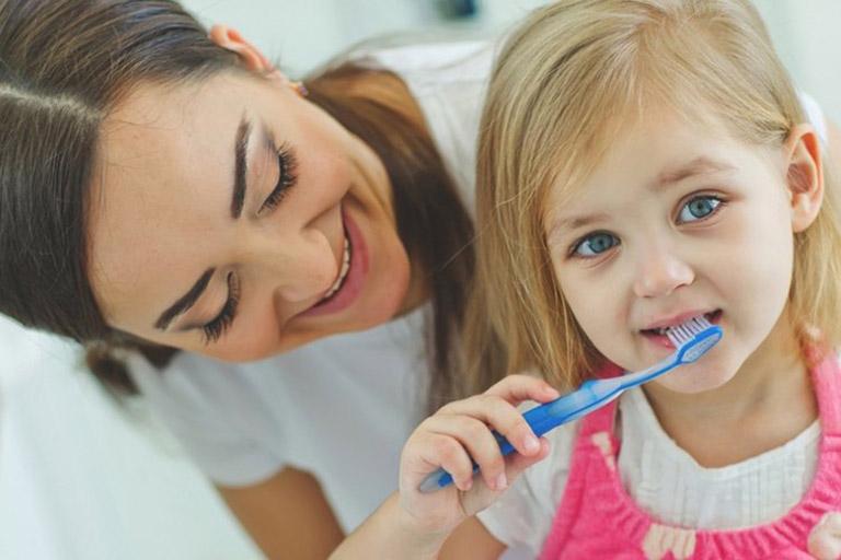 phòng bệnh viêm nướu răng cho trẻ