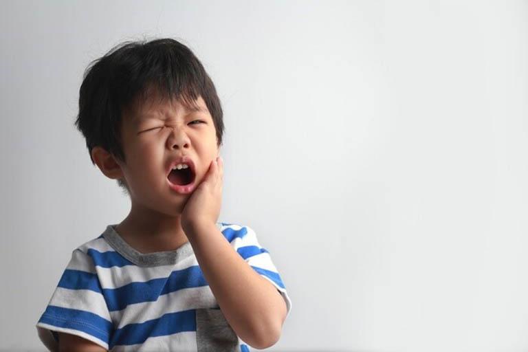 triệu chứng áp xe răng ở trẻ em