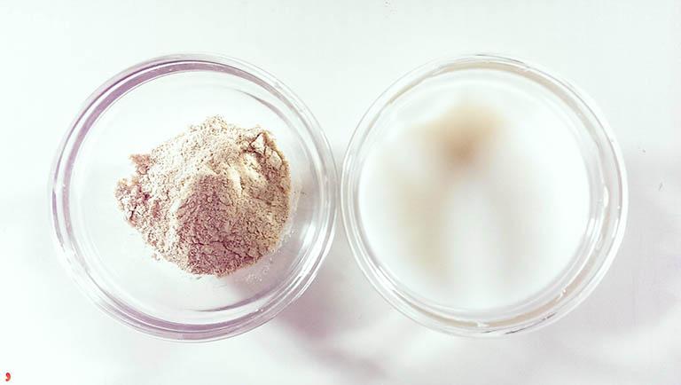 chữa dày sừng nang lông bằng cám gạo và sữa chua