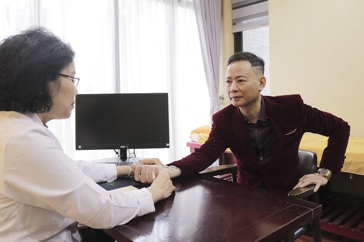 Bác sĩ Nguyễn Thị Vân Anh cho biết yếu sinh lý phần lớn là do suy giảm Testosterone nội sinh
