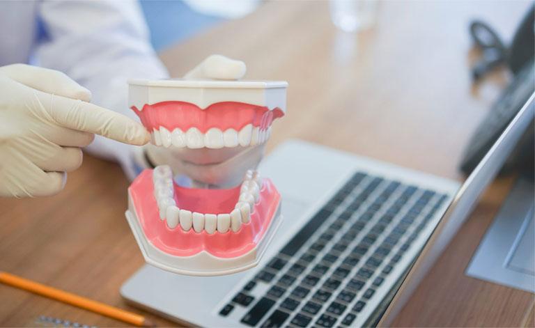 nhổ răng khôn bị áp xe