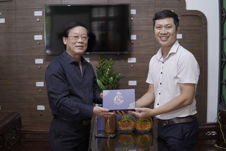 Nghệ sĩ Phú Thăng lựa chọn Đông trùng hạ thảo Vietfarm chăm sóc sức khoẻ