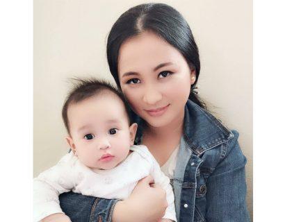 Hình ảnh chị Nhung cùng con gái nhỏ nhiều tháng sau khi chữa khỏi mề đay thai kỳ tại Quân dân 102