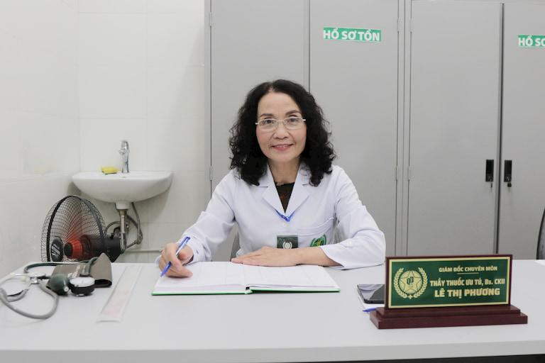 Bác sĩ Lê Phương có hơn 40 năm kinh nghiệm khám, điều trị mề đay